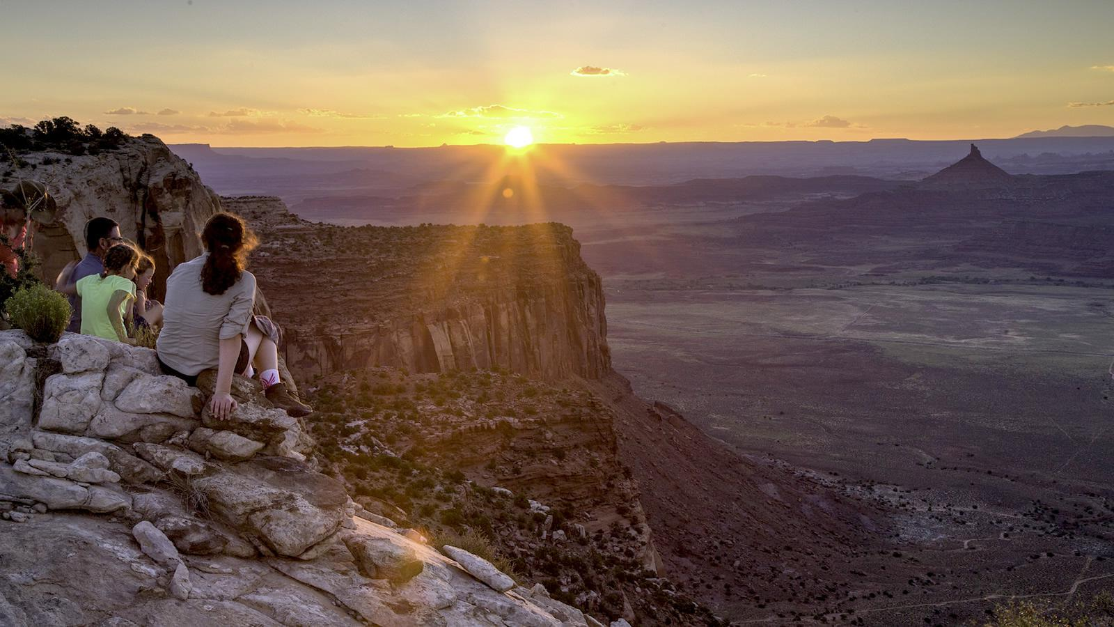 <h4>OUR PUBLIC LANDS</h4><h5>Goal: We need to defend our national monuments and other public lands 从 attempts to remove their protections.</h5><em>Bob Wick / BLM</em>